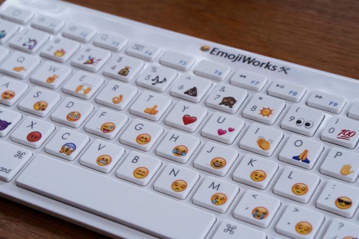 Emoji keyboard |Maria in the net